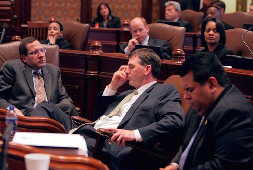senators-listen-during-del1