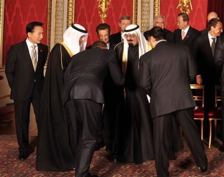 Obama bows to king