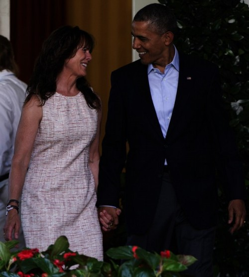 obama and bergdahls mrs in rose garden 3
